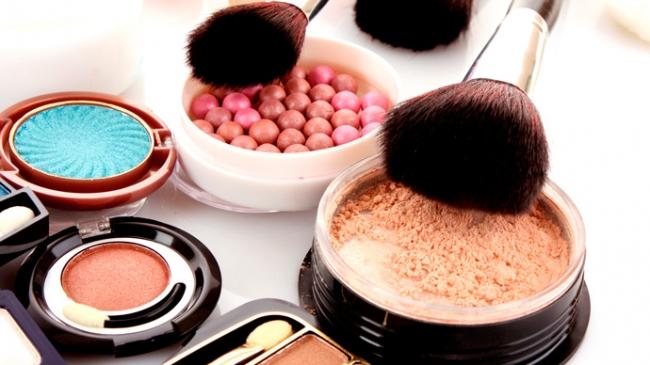 Популярные образцы декоративной косметики