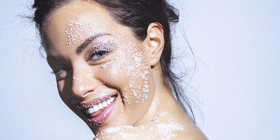 Уход за кожей лица зимой с помощью косметики