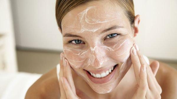 Как устранить скатывание – что говорят косметологи?