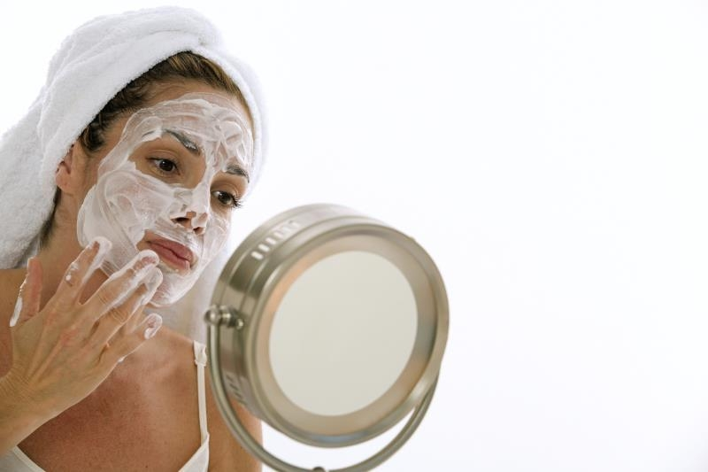 Как наносить творожную маску на лицо