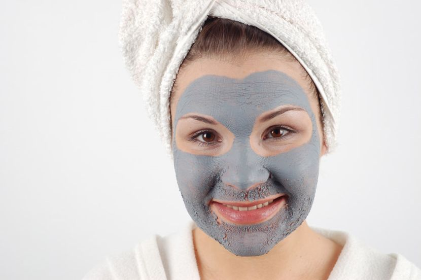 Голубая глина на лице