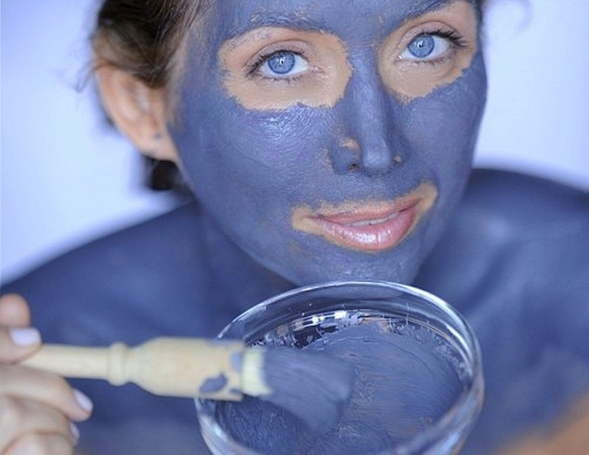 Использование голубых масок для лица