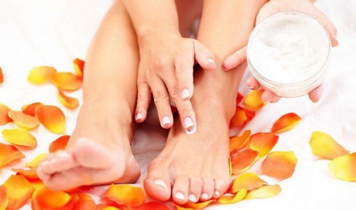 Почему трескается кожа между пальцев ног