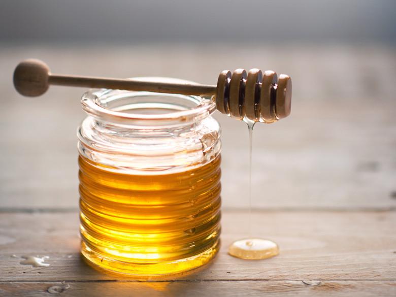 Лучшие рецепты масок из мёда против прыщей и черных точек