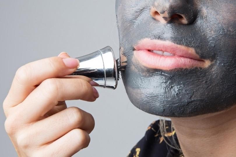 использование магнитной маски для лица