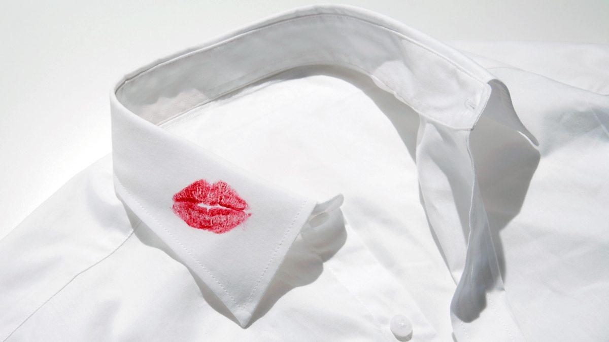 Пятно от губной помады