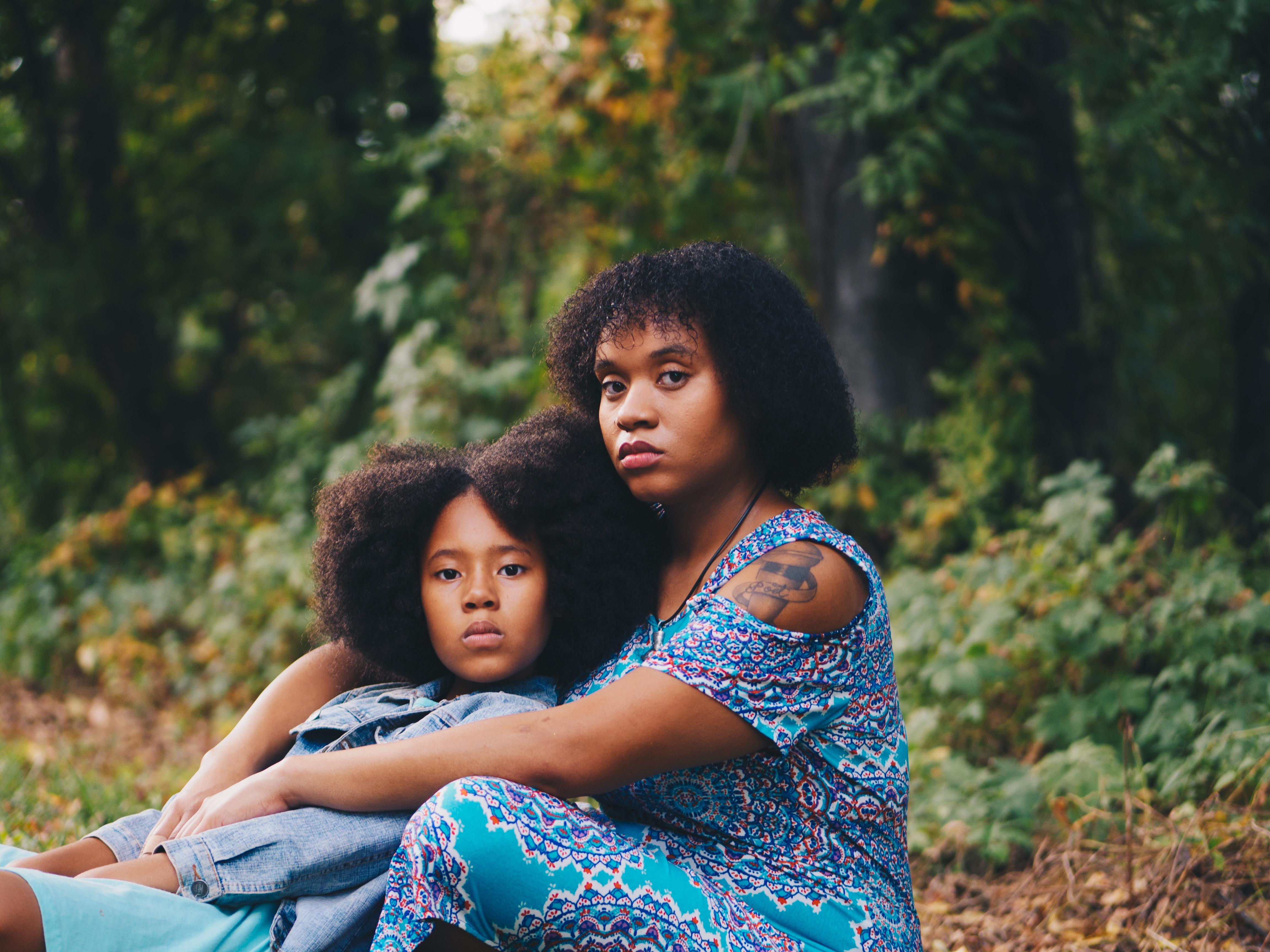 Причины появления волос на подбородке у женщин