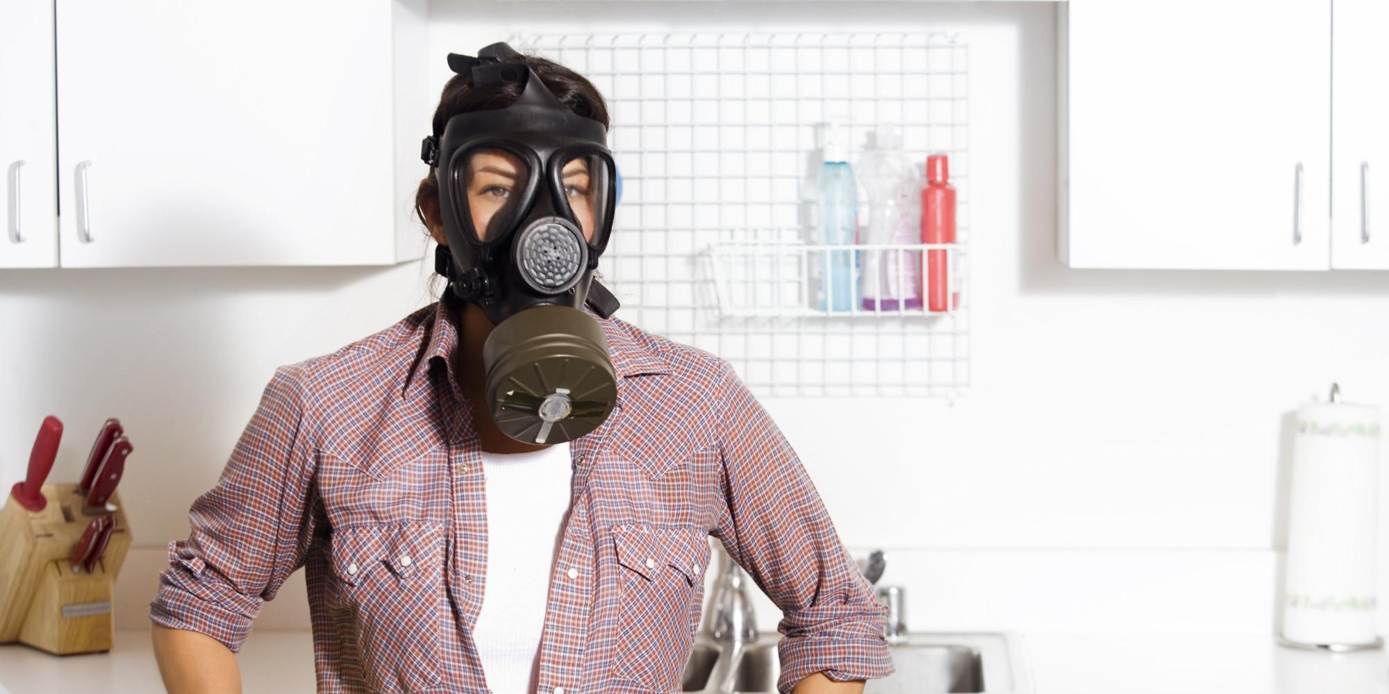 Чем вывести запах духов в квартире